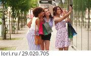 Купить «women with shopping bags taking selfie in city», видеоролик № 29020705, снято 15 августа 2018 г. (c) Syda Productions / Фотобанк Лори