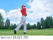 Купить «golfer in golf field with club», фото № 29021781, снято 15 августа 2017 г. (c) Дмитрий Калиновский / Фотобанк Лори
