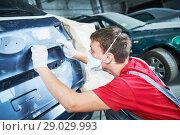Купить «auto repairman grinding automobile body», фото № 29029993, снято 29 августа 2018 г. (c) Дмитрий Калиновский / Фотобанк Лори