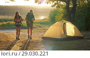 Купить «Tourists traveling with backpacks», видеоролик № 29030221, снято 31 августа 2018 г. (c) Илья Шаматура / Фотобанк Лори