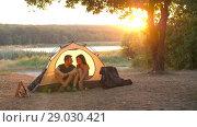 Купить «Couple in a tent on nature», видеоролик № 29030421, снято 31 августа 2018 г. (c) Илья Шаматура / Фотобанк Лори
