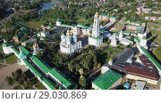 Купить «Panoramic view of unique monastery complex of Trinity Lavra of St. Sergius in sunny day, Sergiev Posad, Moscow region, Russia», видеоролик № 29030869, снято 28 июня 2018 г. (c) Яков Филимонов / Фотобанк Лори