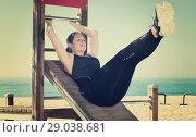 Купить «Woman doing workout on beach», фото № 29038681, снято 8 мая 2017 г. (c) Яков Филимонов / Фотобанк Лори