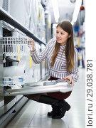 Купить «Girl buying dishwasher in store», фото № 29038781, снято 12 декабря 2017 г. (c) Яков Филимонов / Фотобанк Лори