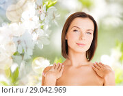Купить «beautiful bare woman over green natural background», фото № 29042969, снято 25 июля 2013 г. (c) Syda Productions / Фотобанк Лори