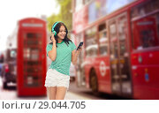 Купить «teenage girl in phones with smartphone over london», фото № 29044705, снято 30 июня 2018 г. (c) Syda Productions / Фотобанк Лори