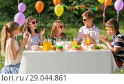 Купить «happy kids with cake on birthday party at summer», фото № 29044861, снято 27 мая 2018 г. (c) Syda Productions / Фотобанк Лори