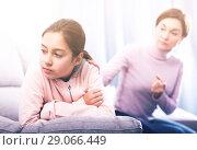 Купить «Mother reprimands her daughter», фото № 29066449, снято 26 марта 2019 г. (c) Яков Филимонов / Фотобанк Лори