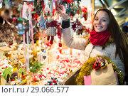 Купить «Female customer at the Christmas Fair», фото № 29066577, снято 18 октября 2018 г. (c) Яков Филимонов / Фотобанк Лори