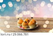 Купить «halloween party decorated cupcakes on plate», фото № 29066781, снято 6 июля 2017 г. (c) Syda Productions / Фотобанк Лори