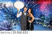 Купить «happy couple at party holding text bubble banner», фото № 29066833, снято 15 декабря 2017 г. (c) Syda Productions / Фотобанк Лори