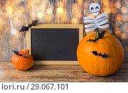 Купить «blank chalkboard and halloween decorations», фото № 29067101, снято 18 сентября 2017 г. (c) Syda Productions / Фотобанк Лори