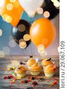 Купить «halloween party cupcakes and candies on table», фото № 29067109, снято 6 июля 2017 г. (c) Syda Productions / Фотобанк Лори