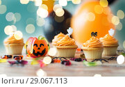 Купить «halloween party cupcakes or muffins on table», фото № 29067113, снято 6 июля 2017 г. (c) Syda Productions / Фотобанк Лори
