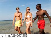 Купить «happy friends walking along summer beach», фото № 29067385, снято 29 июля 2018 г. (c) Syda Productions / Фотобанк Лори