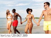 Купить «happy friends walking along summer beach», фото № 29067389, снято 29 июля 2018 г. (c) Syda Productions / Фотобанк Лори