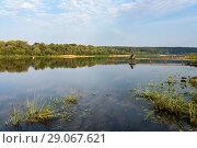 Купить «Летний пейзаж с  рыбаком ловящем рыбу на реке», эксклюзивное фото № 29067621, снято 6 сентября 2018 г. (c) Игорь Низов / Фотобанк Лори