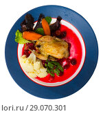 Купить «Top view of roasted quail with caramelized carrots and cranberry», фото № 29070301, снято 22 октября 2018 г. (c) Яков Филимонов / Фотобанк Лори