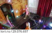 Купить «Little girl inside a big bubble. The performance of the animators. Children's holiday.», видеоролик № 29076697, снято 19 сентября 2018 г. (c) Константин Шишкин / Фотобанк Лори