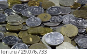 A lot of coins and cents rubles. Throwing coins into a common heap. Russian rubles. Стоковое видео, видеограф Леонид Еремейчук / Фотобанк Лори