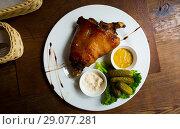 Купить «ham knuckle served», фото № 29077281, снято 25 сентября 2018 г. (c) Яков Филимонов / Фотобанк Лори