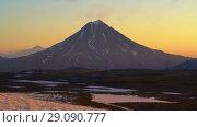 Купить «Вулкан на восходе солнца. Time lapse», видеоролик № 29090777, снято 16 сентября 2018 г. (c) А. А. Пирагис / Фотобанк Лори