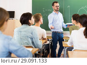 Teacher is giving lecture for students. Стоковое фото, фотограф Яков Филимонов / Фотобанк Лори