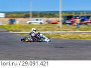 Купить «People go karts. The city of Novocheboksarsk, Russia, 16/09/2018», фото № 29091421, снято 16 сентября 2018 г. (c) Александр Якимов / Фотобанк Лори