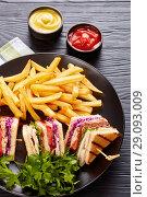 Купить «Loaded turkey club sandwiches with fresh salad», фото № 29093009, снято 19 августа 2018 г. (c) Oksana Zh / Фотобанк Лори