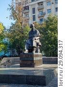 Купить «Москва. Памятник Н.Г.Чернышевскому», фото № 29094317, снято 15 сентября 2018 г. (c) Татьяна Белова / Фотобанк Лори