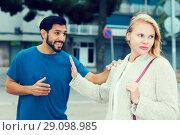 Купить «Husband and wife are emotional quarreling», фото № 29098985, снято 10 августа 2017 г. (c) Яков Филимонов / Фотобанк Лори