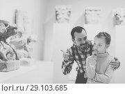 Купить «Smiling man and daughter looking ancient statues», фото № 29103685, снято 20 сентября 2018 г. (c) Яков Филимонов / Фотобанк Лори