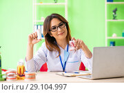 Купить «Woman dentist working on teeth implant», фото № 29104997, снято 11 июня 2018 г. (c) Elnur / Фотобанк Лори