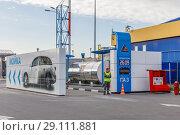 """Газовая автозаправка на АЗС """"Нефтьмагистраль"""" (2018 год). Редакционное фото, фотограф Светлана Голинкевич / Фотобанк Лори"""