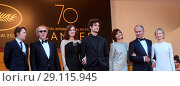Купить «70th Cannes Film Festival - Gala Opening - 'Ismael's Ghosts' red carpet Featuring: Arnaud Desplechin, Marion Cotillard, Louis Garrel, Charlotte Gainsbourg...», фото № 29115945, снято 17 мая 2017 г. (c) age Fotostock / Фотобанк Лори