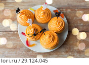 Купить «halloween party cupcakes with decorations on plate», фото № 29124045, снято 6 июля 2017 г. (c) Syda Productions / Фотобанк Лори