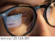 Купить «close up of woman in glasses looking at screen», фото № 29124381, снято 3 января 2018 г. (c) Syda Productions / Фотобанк Лори