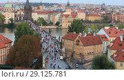 Купить «Прага. Вид сверху на город, туристы на Карловом мосту», видеоролик № 29125781, снято 19 сентября 2018 г. (c) Яна Королёва / Фотобанк Лори