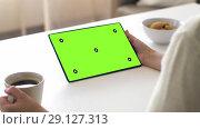 Купить «hands with green screen on tablet pc and coffee», видеоролик № 29127313, снято 17 января 2020 г. (c) Syda Productions / Фотобанк Лори