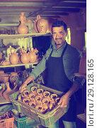 Купить «Male artisan in ceramic workshop», фото № 29128165, снято 23 марта 2019 г. (c) Яков Филимонов / Фотобанк Лори