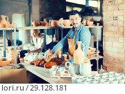 Купить «Male artisan in ceramic workshop», фото № 29128181, снято 23 июля 2019 г. (c) Яков Филимонов / Фотобанк Лори