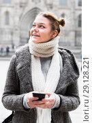 Купить «female in the historical center with mobile», фото № 29128221, снято 11 ноября 2017 г. (c) Яков Филимонов / Фотобанк Лори