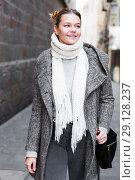 Купить «positive girl teenager in the city in scarf», фото № 29128237, снято 11 ноября 2017 г. (c) Яков Филимонов / Фотобанк Лори