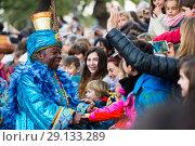Купить «King Baltasar takes letters», фото № 29133289, снято 5 января 2017 г. (c) Яков Филимонов / Фотобанк Лори