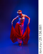 Купить «Beautiful oriental dancer in a white pearl costume», фото № 29136881, снято 22 ноября 2019 г. (c) Игорь Бородин / Фотобанк Лори
