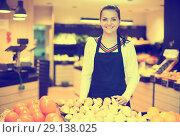 Купить «Girl deciding on fruits», фото № 29138025, снято 23 ноября 2016 г. (c) Яков Филимонов / Фотобанк Лори