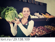 Купить «Woman choosing cabbage in grocery shop», фото № 29138109, снято 23 ноября 2016 г. (c) Яков Филимонов / Фотобанк Лори