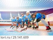 Children's hockey team line up on ice rink. Стоковое фото, фотограф Сергей Новиков / Фотобанк Лори