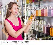 Купить «Woman take a choise fresh liquid soap», фото № 29149201, снято 2 мая 2017 г. (c) Яков Филимонов / Фотобанк Лори