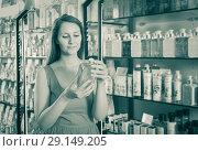Купить «Woman buying liquid soap», фото № 29149205, снято 2 мая 2017 г. (c) Яков Филимонов / Фотобанк Лори